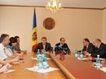 """""""Prietenii la nevoie se cunosc. Ţin să aduc cele mai sincere mulţumiri pentru susţinerea acordată Preşedintelui Georgiei, Mihail Saakaşvili, precum şi întregului popor georgian. Poporul Republicii Moldova, în special sinistraţii, care vor beneficia de acest ajutor, întotdeauna vor purta respectul faţă de prietenii noştri georgieni pentru ajutorul acordat în aceste clipe grele pentru ţara noastră"""", a accentuat Mihai Ghimpu"""