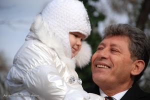 Mihai Ghimpu o ţine în braţe pe nepoata Andreea