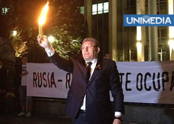 """""""Ridicați lumînările sus ca să vadă cei de la Guvern, Președinție, Parlament, Moscova și București!"""""""